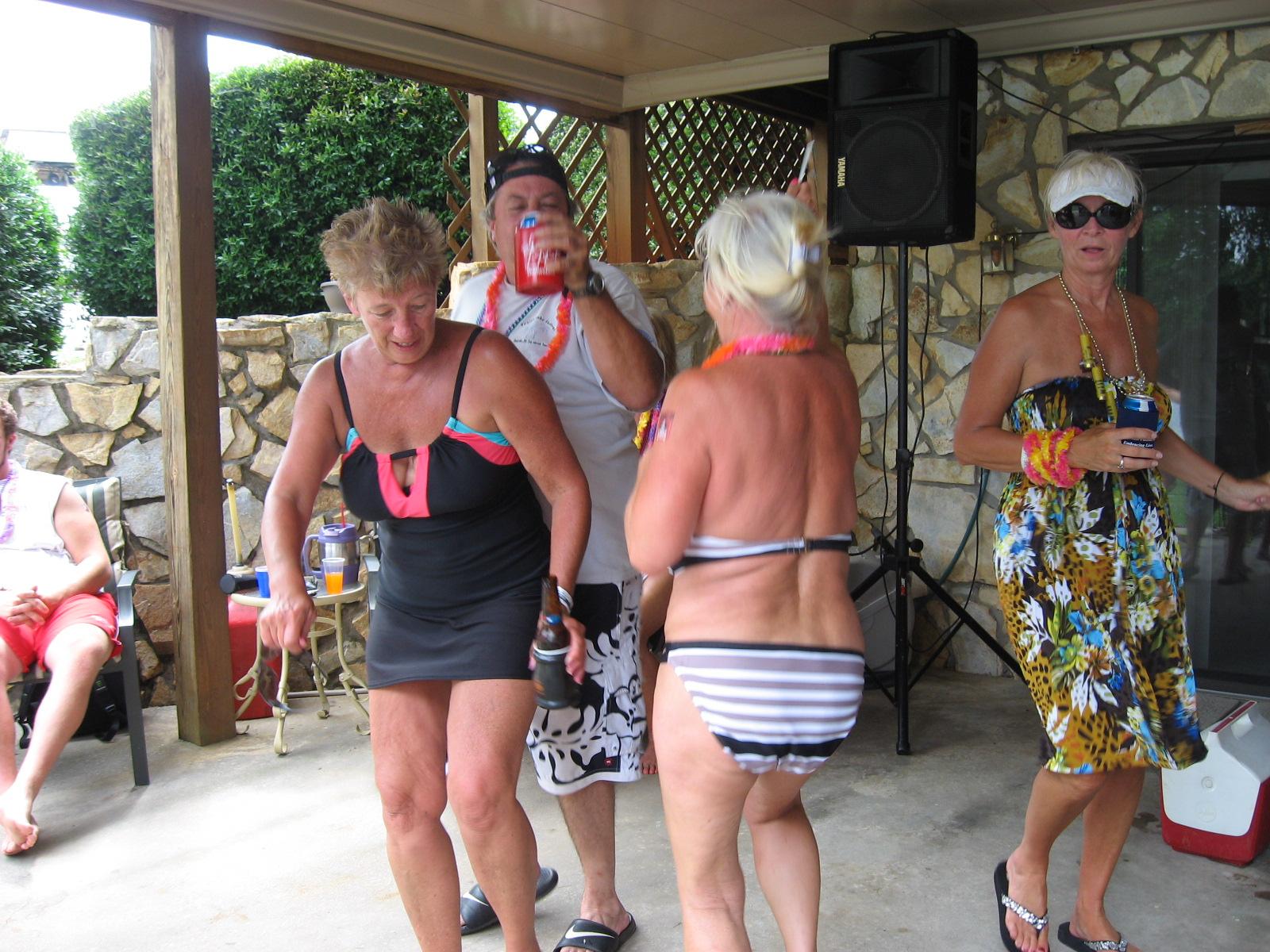 PIRATES OF THE CARIBBEAN - DANCING